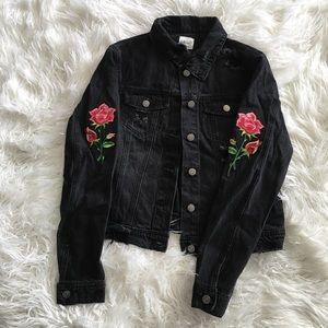 Jackets & Blazers - 2xHOST PICK✨Distressed jeans jacket w/ embroidery✨